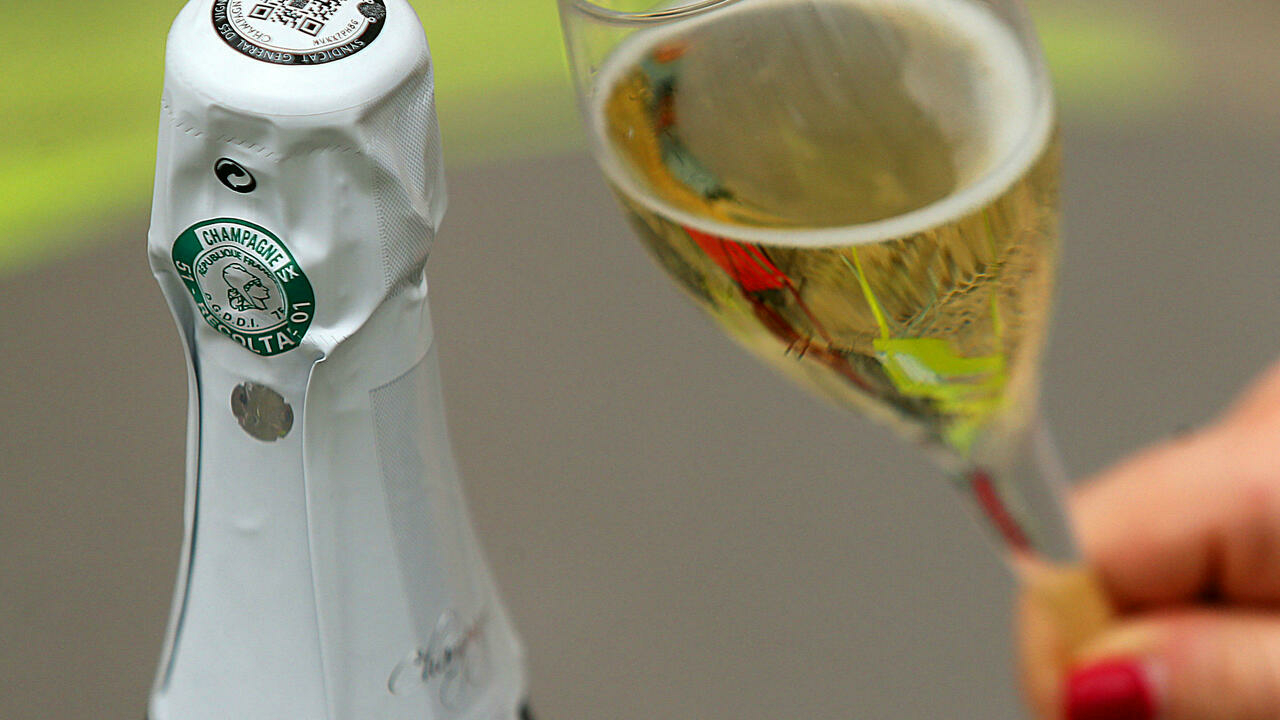 French champagne producers to resume exports to Russia despite labelling blow
