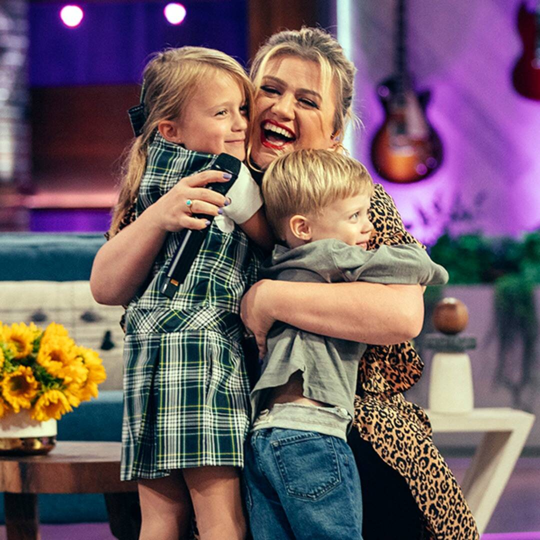 See Why Kelly Clarkson's Son Interrupted Chris Martin's Performance